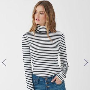 Mott 50 striped turtleneck size medium